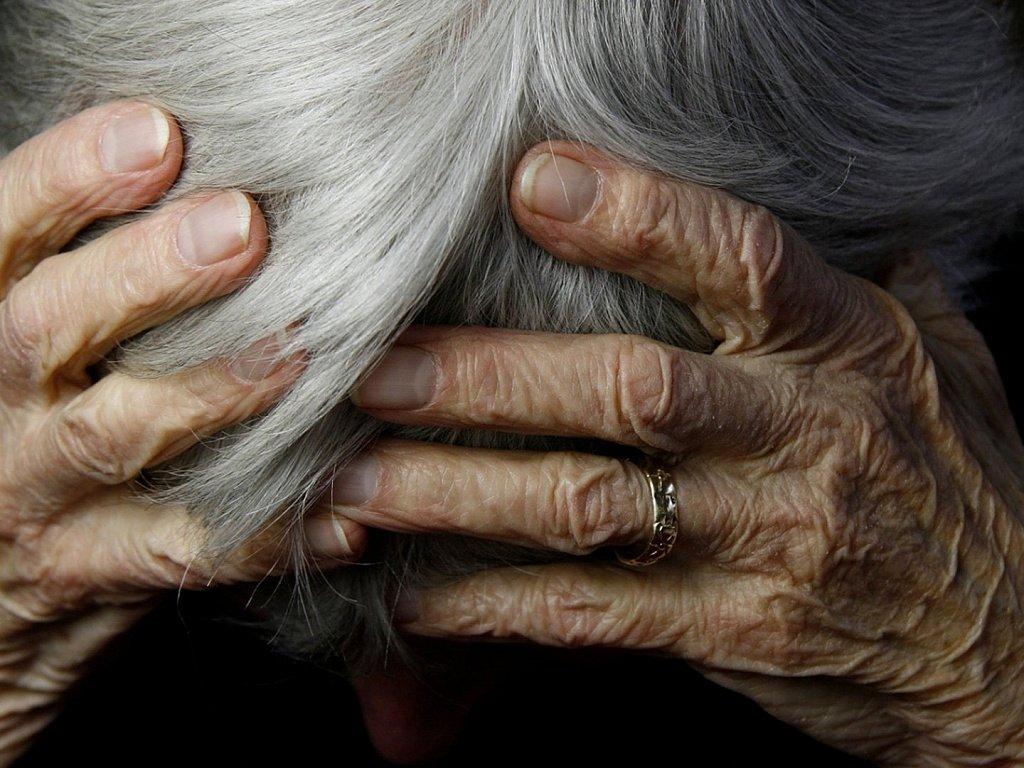 Парень избил и обокрал бабушку своей сожительницы